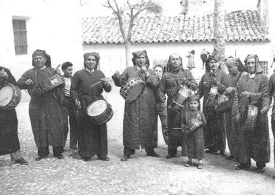 Cuadrilla de tamborileros en Calanda en 1947
