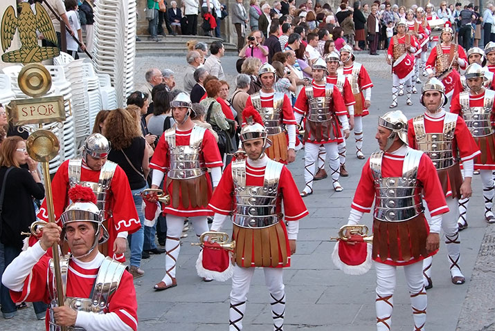 Procesión de Semana Santa en Albalate del Arzobispo con Guardia Romana